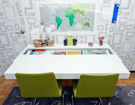 angolo-studio-con-tavolo-contenitore